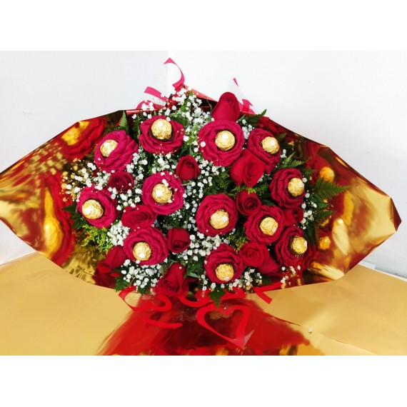 Buquê misto tradicional 12 rosas e 12 flor de Ferrero Rocher
