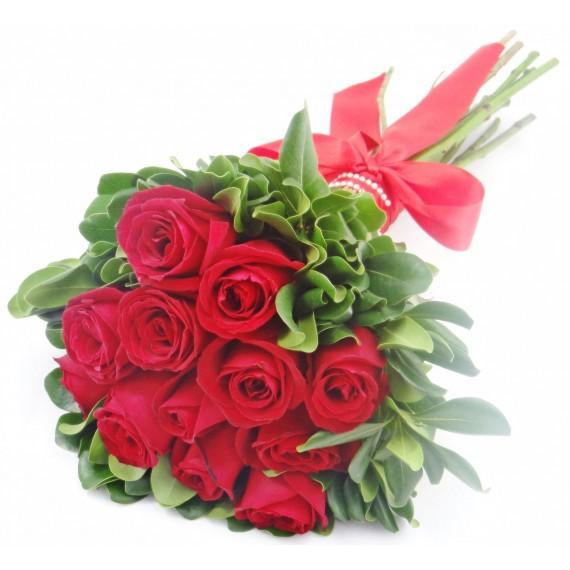 Buquê Coração - 12 Rosas Vermelhas