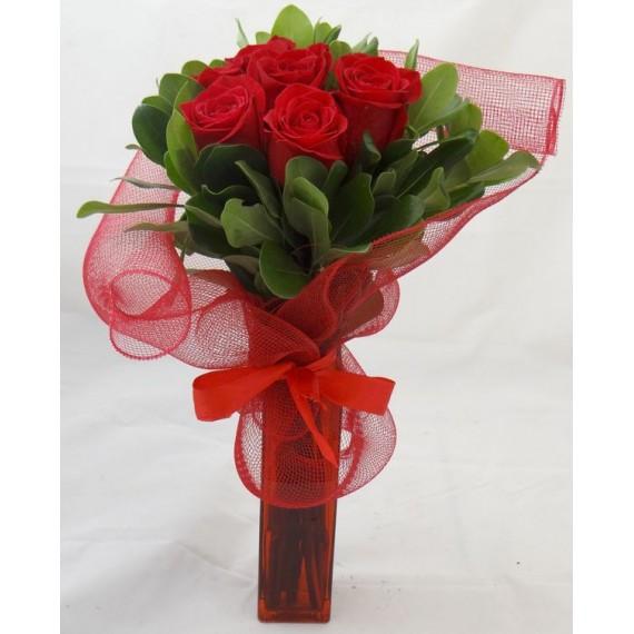Buquê de Rosas Vermelhas no vaso
