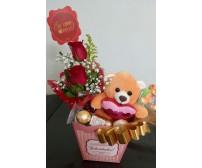 Caixinha com Urso, flor e chocolate.